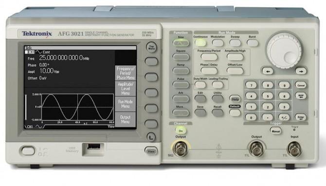 Генератор сигналов AFG3021B